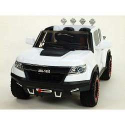 Džíp Chevy s 2.4G DO, EVA kolesami, otváracími dverami, FM, USB, SD, rádiom, 6 rýchlostí, čalunena sedačka, lakované biele