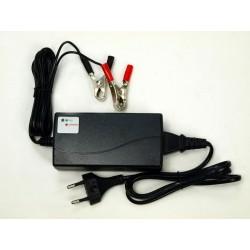 NABÍJAČKA všetkých tipov batérií 12V univerzálna, (kapacity 7 až 14Ah) s LED ukazovateľom nabitej batérie